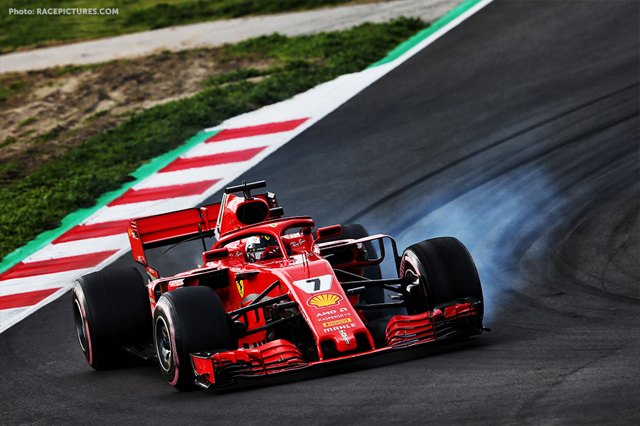 Kimi Raikkonen (FIN) Ferrari SF71H locks up under braking