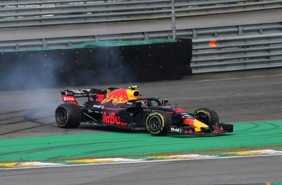 Max Verstappen (NLD) Red Bull Racing and Esteban Ocon (FRA) Force India F1