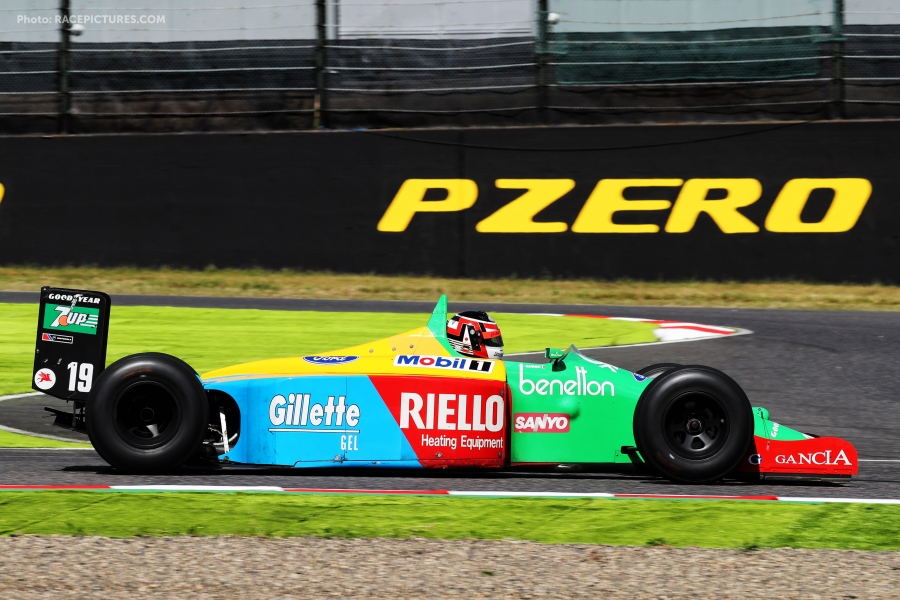 Aguri Suzuki (JPN) in the 1989 Benetton B189.