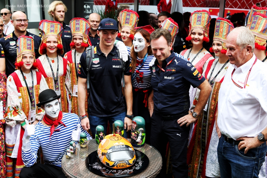 Max Verstappen (NLD) Red Bull Racing celebrates his 21st birthday with the team.