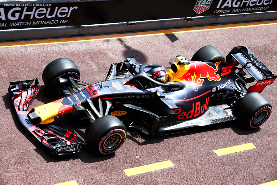 Max Verstappen (NLD) Red Bull Racing RB14.
