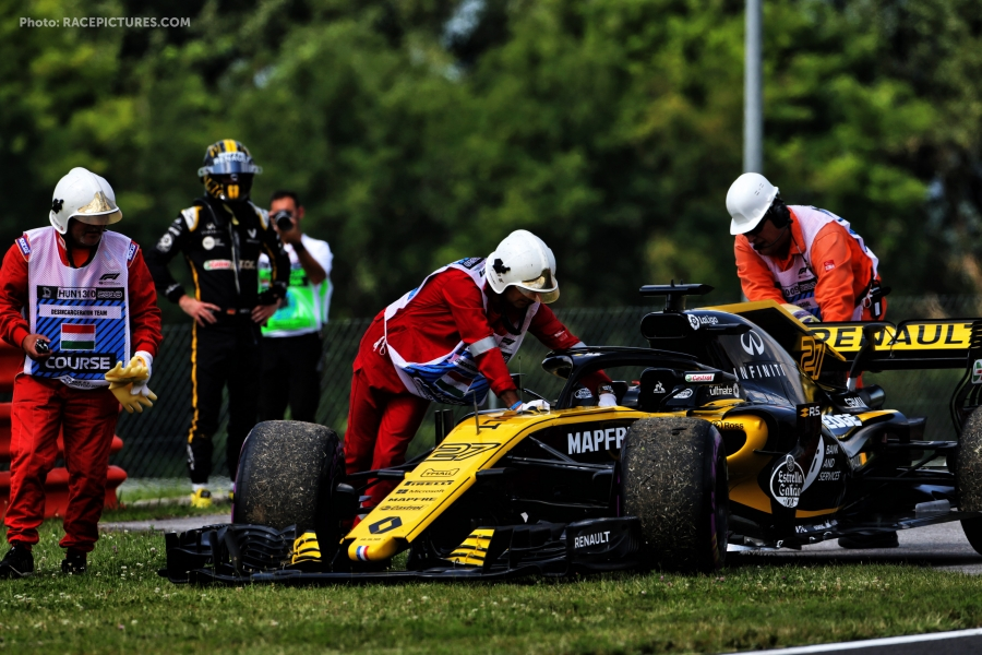 Nico Hulkenberg (GER) Renault Sport F1 Team RS18 stopped in the first practice session.